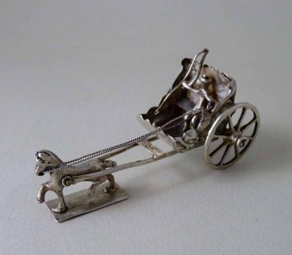 22 420x368 - Miniatuur zilveren koetsje