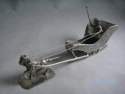 BILD0392 420x315 - Miniatuur zilveren slee met paard Willem van Strant