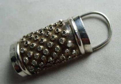 P1000538 420x291 - Miniatuur zilveren nootmuskaatrasp