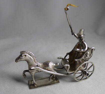 P1000763 420x378 - Miniatuur koetsje Hendrik Duller