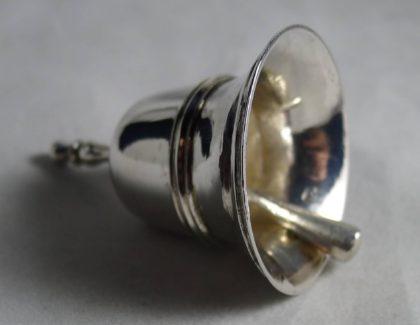 P1020813 420x325 - Miniatuur tafelbel Jan Borduur