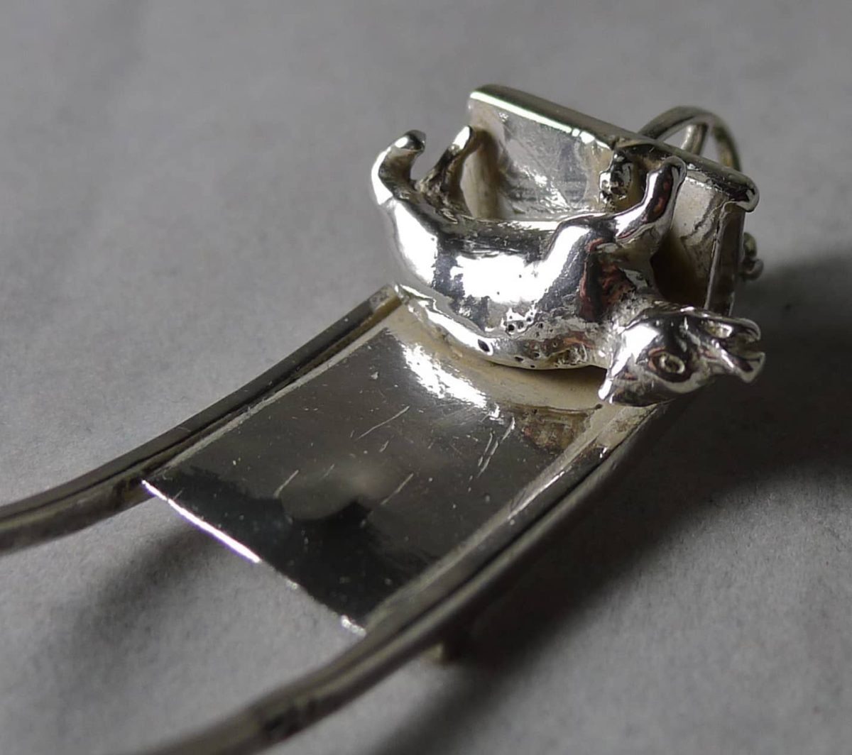 P1080930 1200x1064 - Miniatuur kar met varken