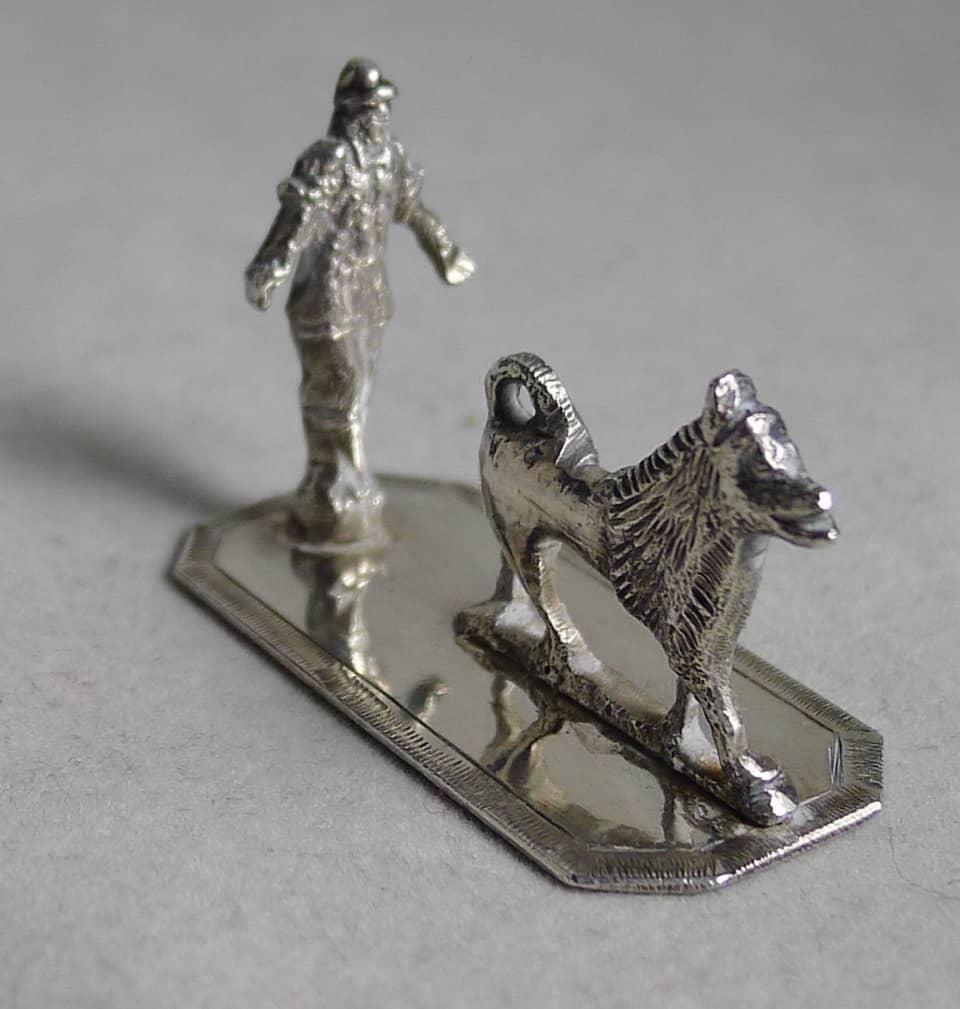 P1140039 - Zilver Miniatuur man met Keeshond