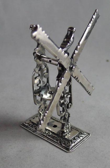 P1140292 420x638 - Miniatuur zilveren molen