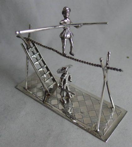 P1140325 420x468 - Miniatuur zilveren koorddanser