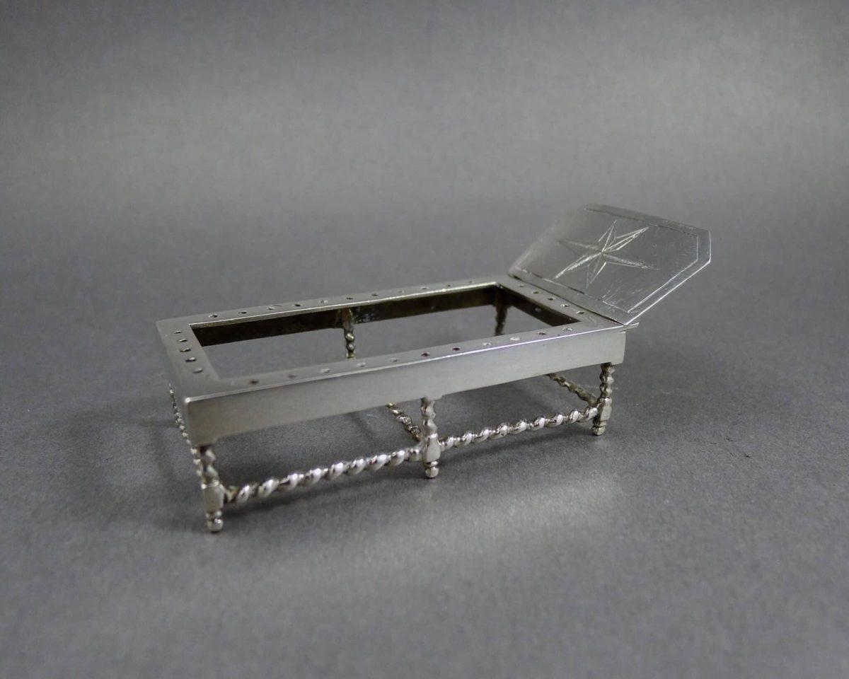 P1240779 1200x960 - Miniatuur bedje