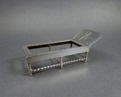 P1240779 420x336 - Miniatuur bedje