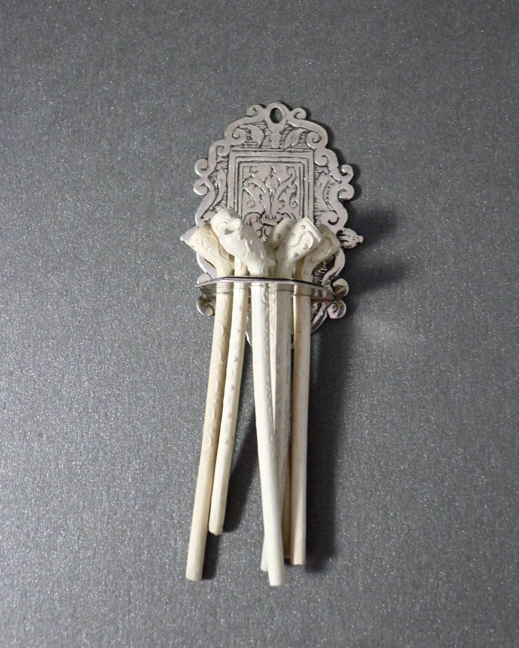 P1290008 1040x1300 - Zilver Miniatuur pijpenrek