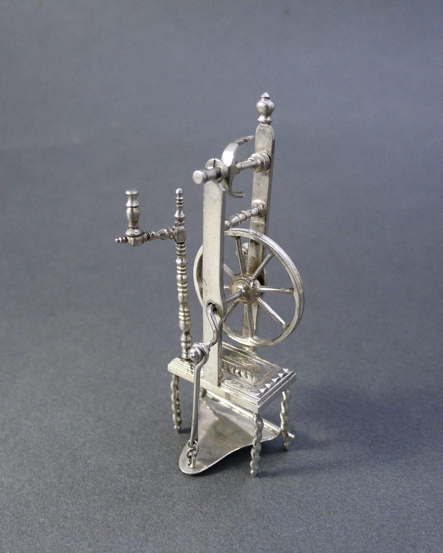 P1290447 1200x1500 - Miniatuur spinnewiel