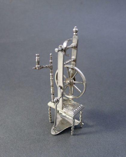 P1290447 420x525 - Miniatuur spinnewiel
