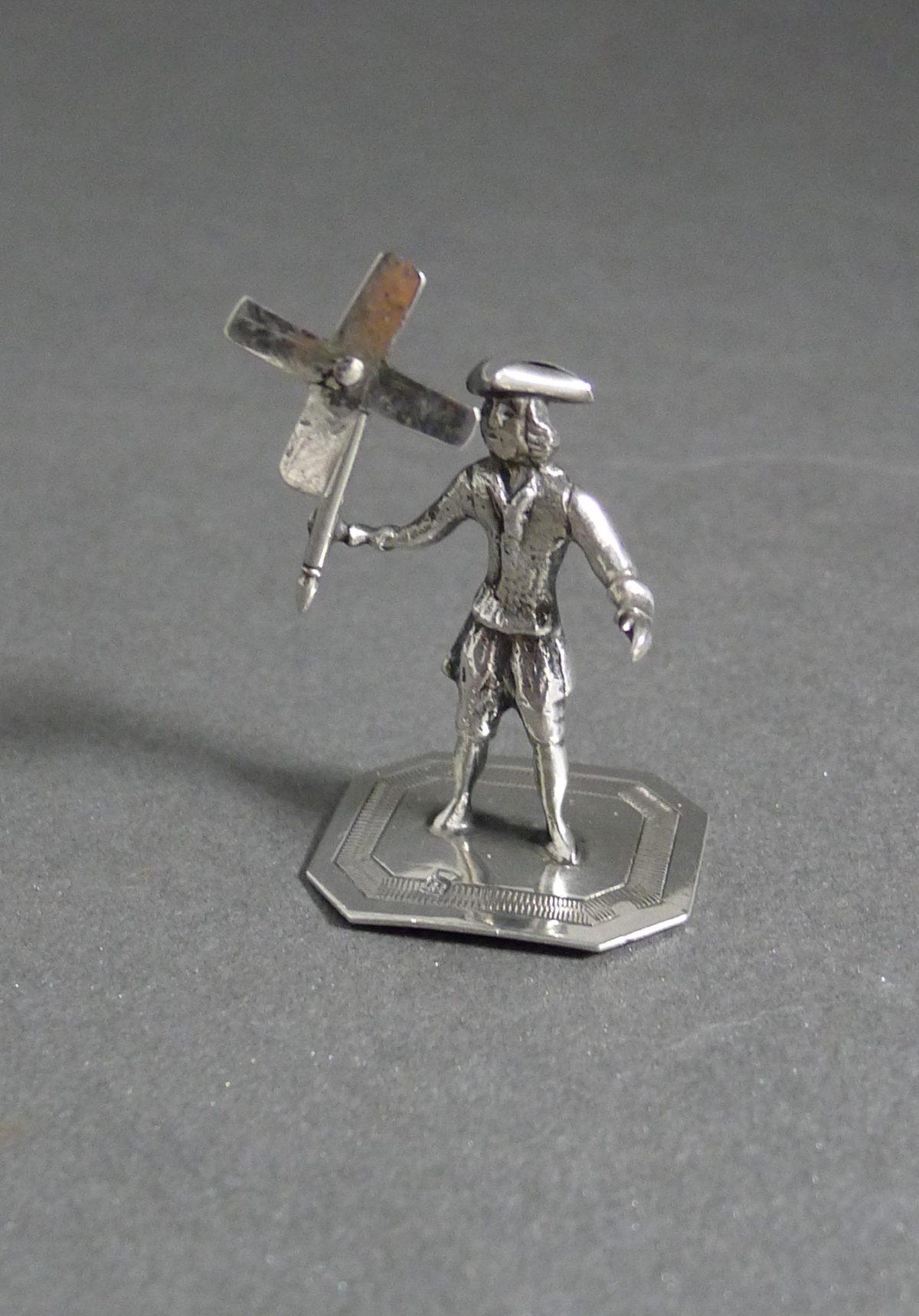 P1320635 1200x1718 - Miniatuur man met molen