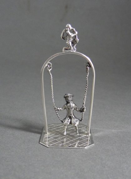 P1320640 420x573 - Miniatuur schommel