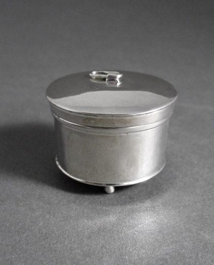 P1320671 420x520 - Miniatuur zilveren beschuitbus