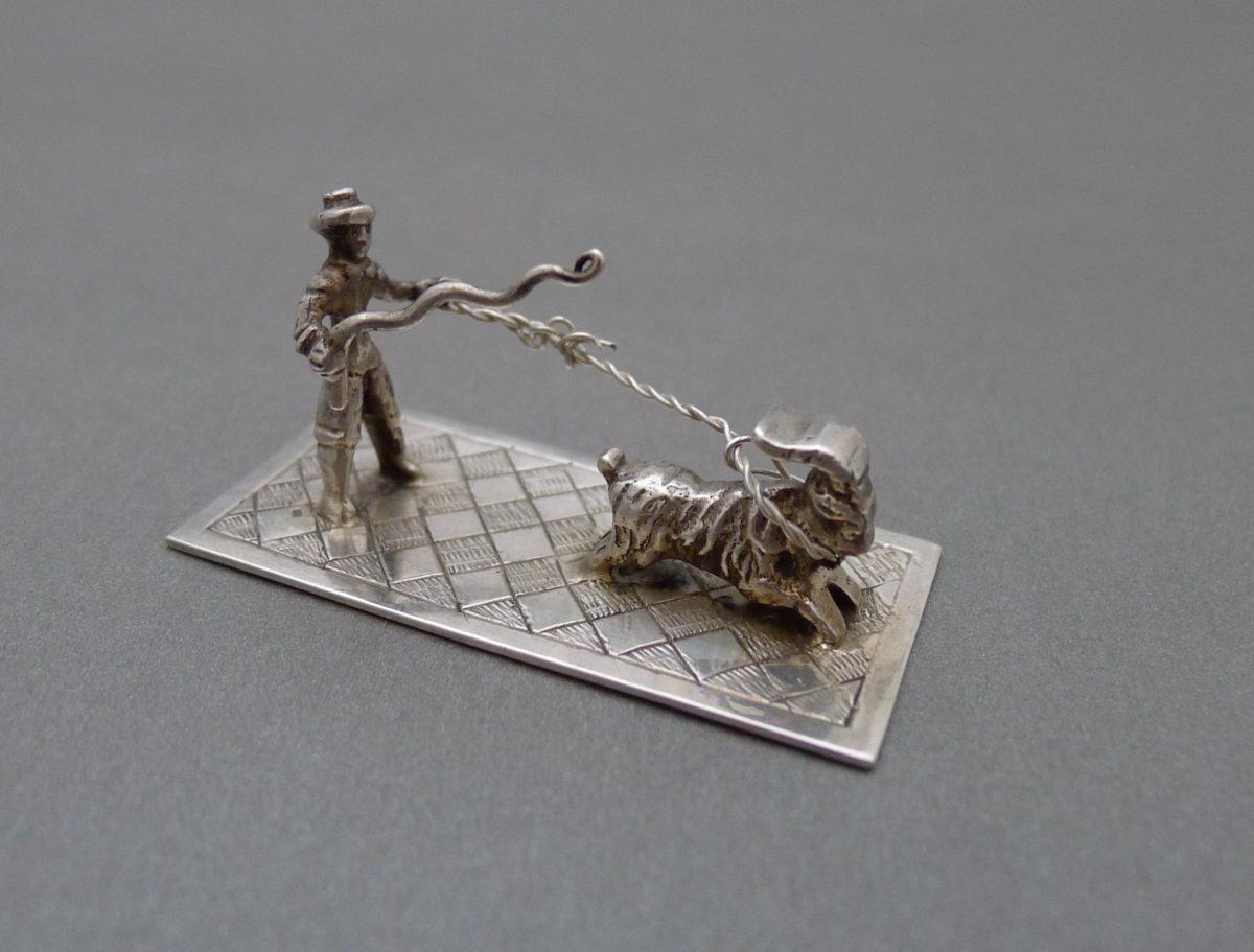 P1320821 1200x911 - Miniatuur man met geit