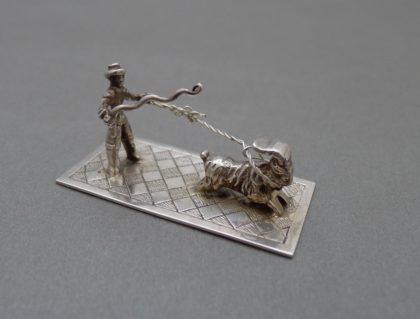 P1320821 420x319 - Miniatuur man met geit