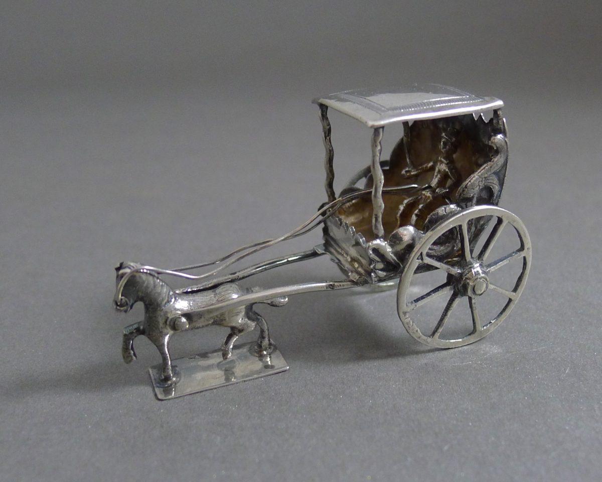 P1330154 1200x960 - Miniatuur koets met dakje