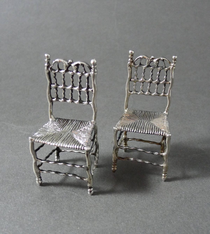P1330745 1200x1338 - Paar miniatuur stoelen ( verkocht )