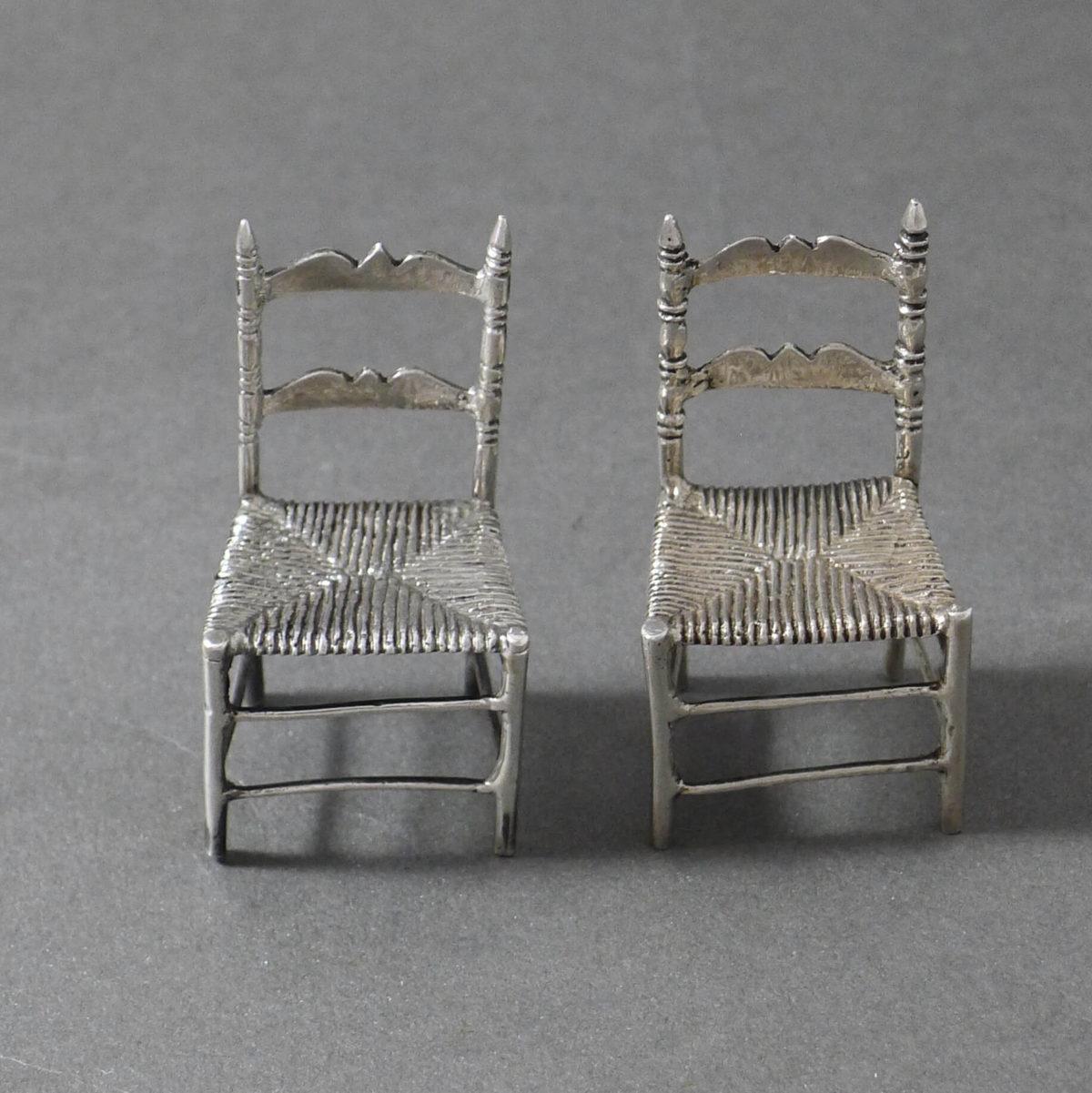 P1330752 1200x1201 - Paar miniatuur stoelen ( verkocht )
