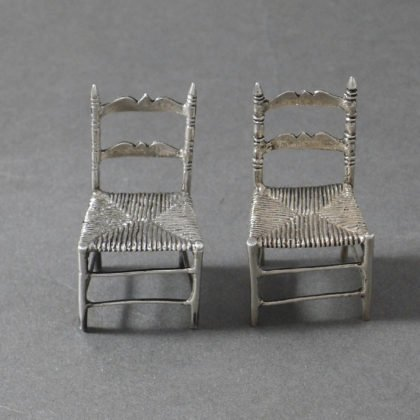 P1330752 420x420 - Paar miniatuur stoelen ( verkocht )