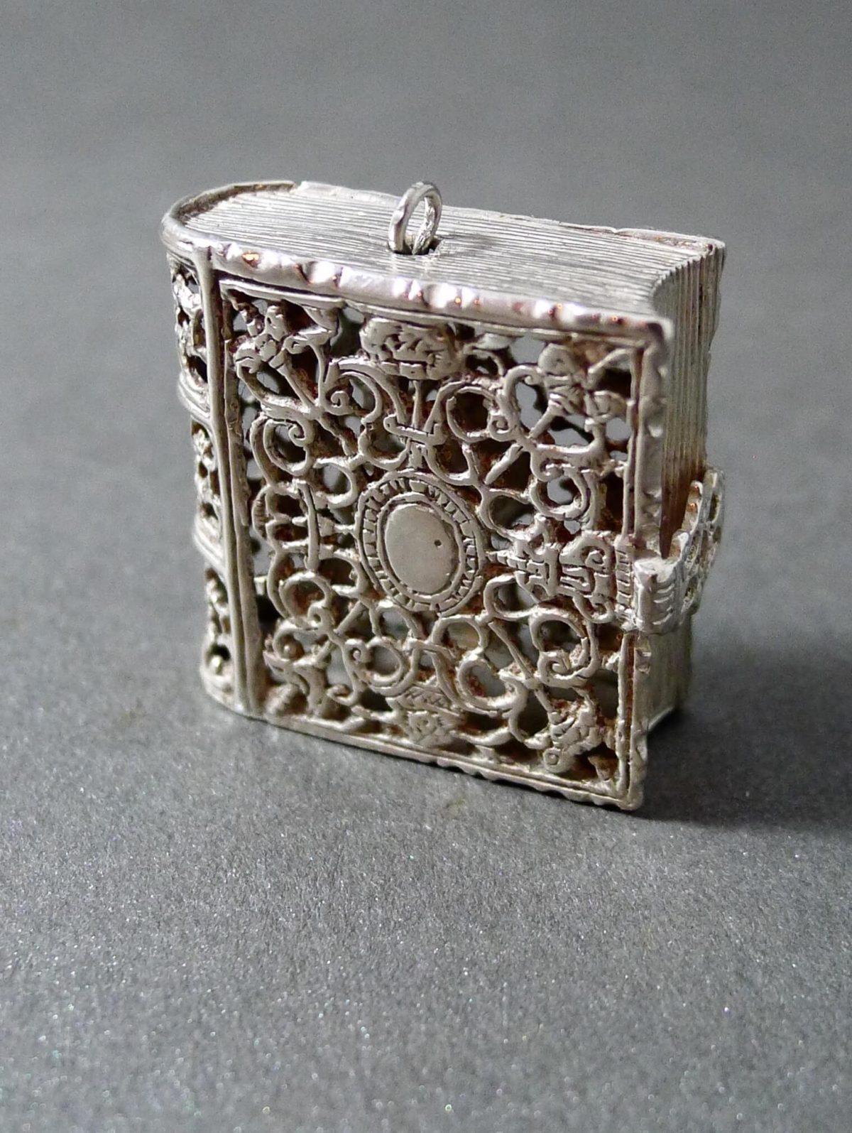 P1330755 1200x1595 - Miniatuur boekje ( verkocht )