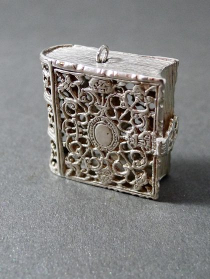 P1330755 420x558 - Miniatuur boekje