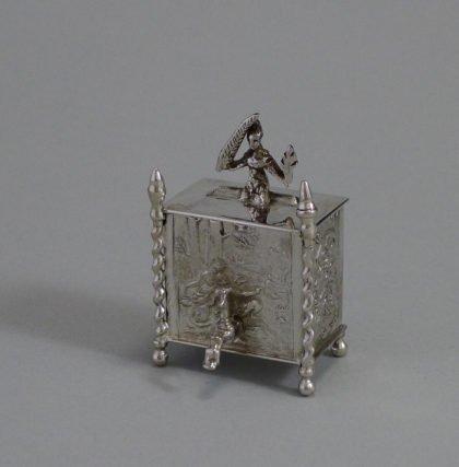 P1340965 420x427 - Miniatuur zilver wandfontein ( verkocht )