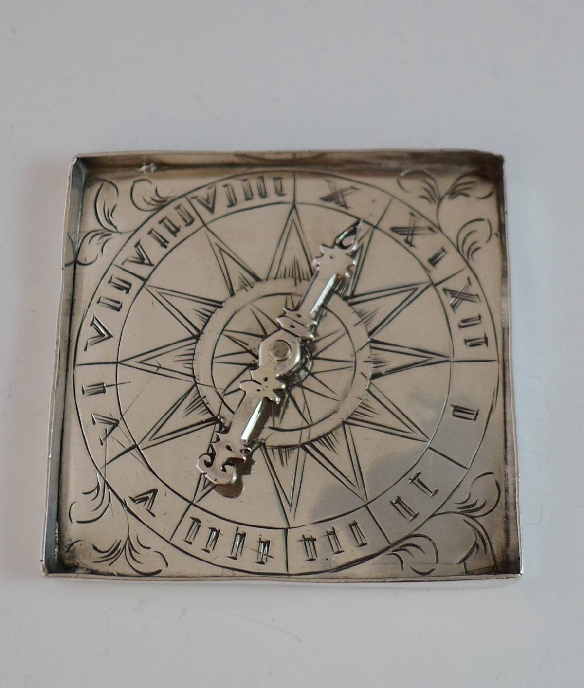 P1350244 1 1200x1414 - miniatuur zilver roulette spel ( verkocht )