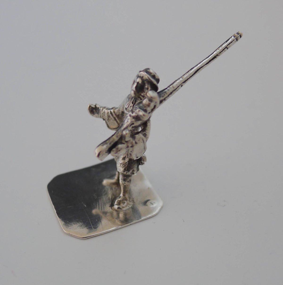 P1350272 1200x1208 - Miniatuur zilveren klovenier