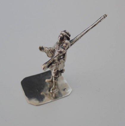 P1350272 420x423 - Miniatuur zilveren klovenier