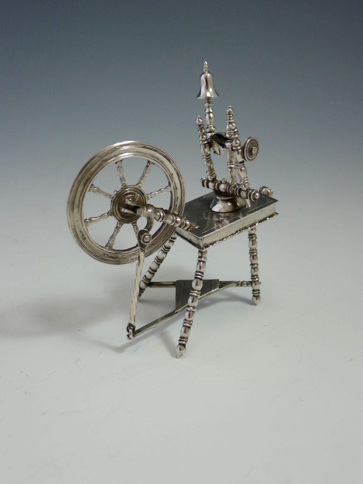 P1360150 1200x1600 - Miniatuur spinnewiel ( verkocht )