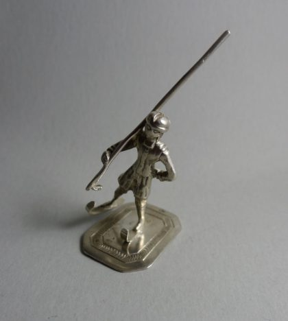 P1360503 420x468 - Miniatuur schaatser