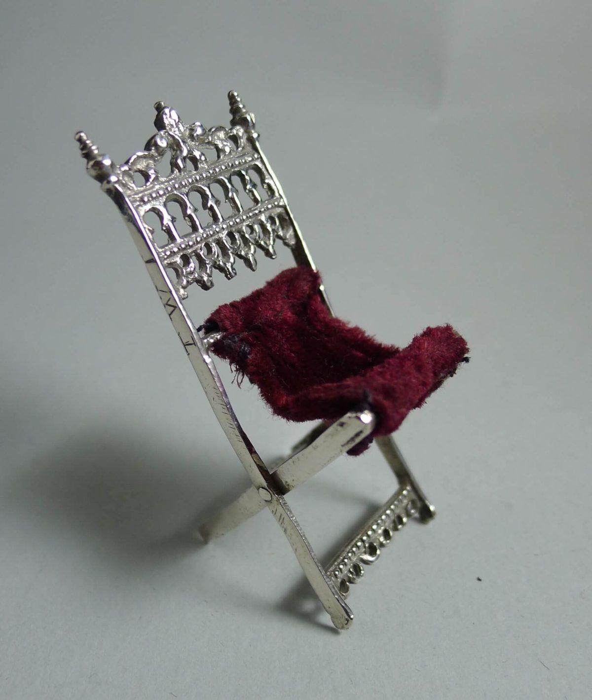 P1360583 1200x1419 - Miniatuur klapstoel ( verkocht )