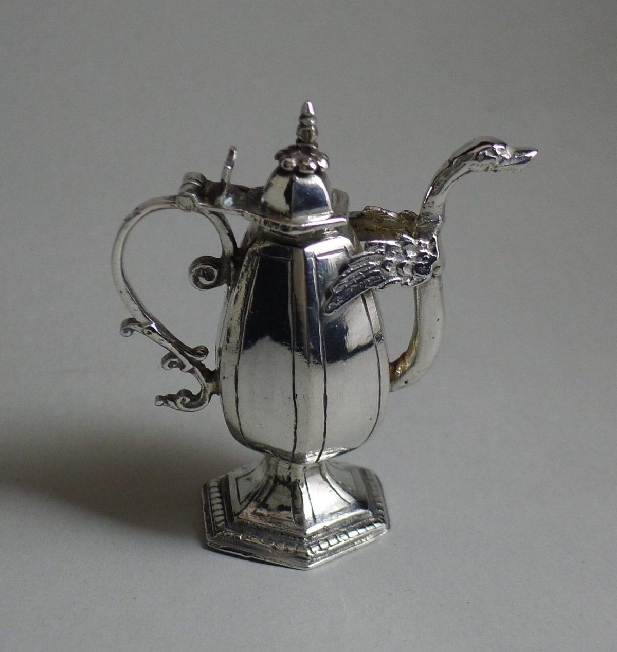 P1360645 1200x1268 - Miniatuur schenkkan ( verkocht )