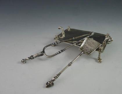 P1380142 420x325 - Haardplaat met tang en schep  (verkocht)