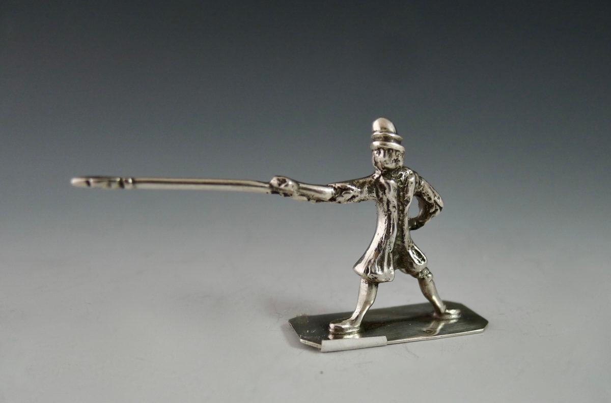 P1380186 1200x792 - Miniatuur man met lans (verkocht)