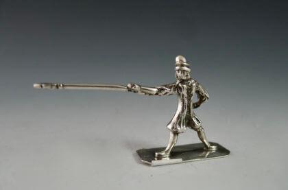 P1380186 420x277 - Miniatuur man met lans (verkocht)