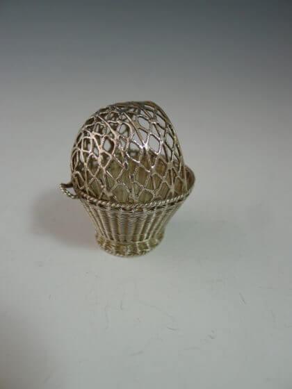 P1380285 420x560 - Miniatuur gevlochten mand
