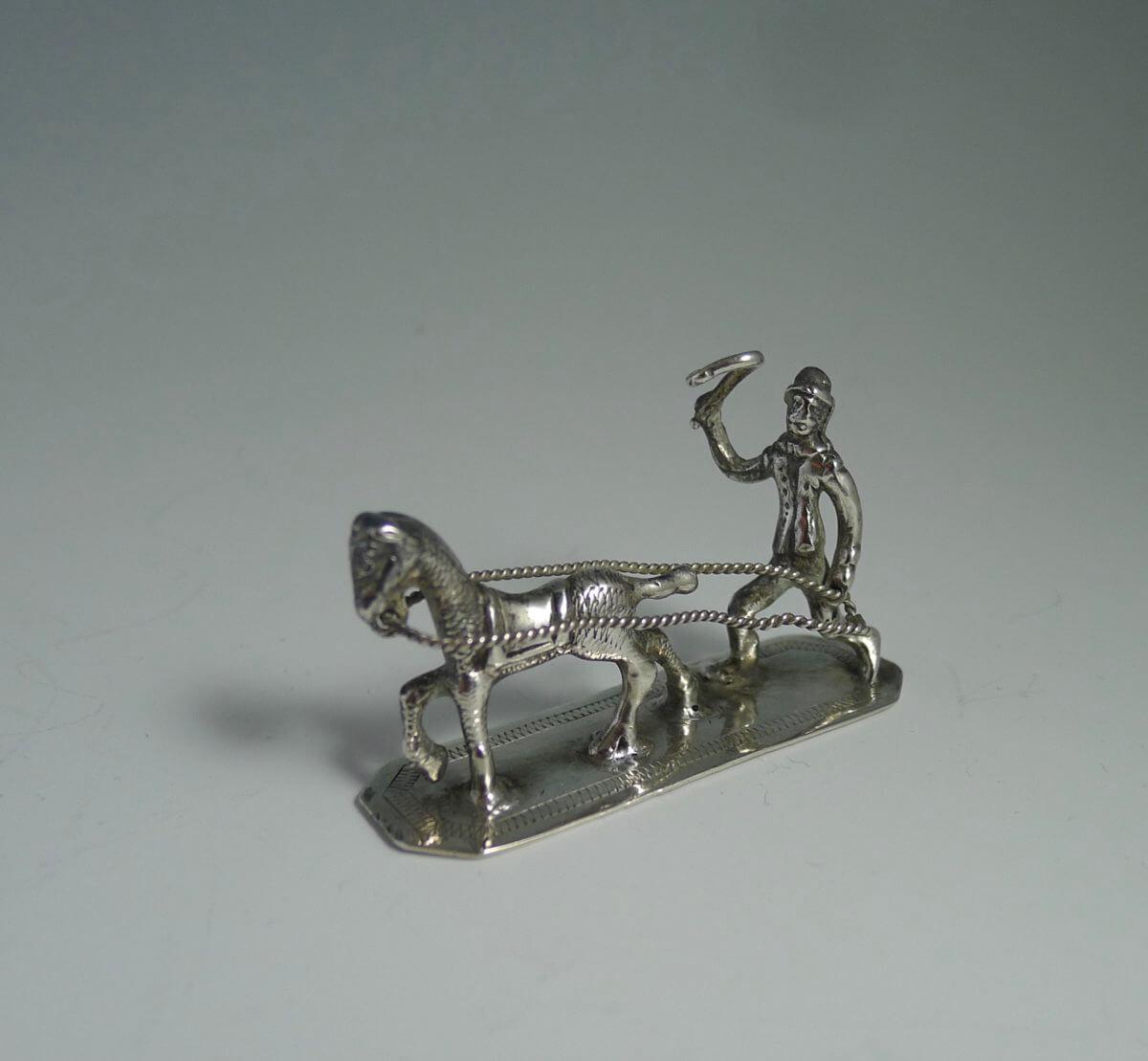 P1380654 1200x1109 - Miniatuur man met paard ( verkocht  )