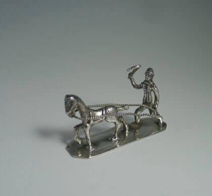 P1380654 420x388 - Miniatuur man met paard ( verkocht  )