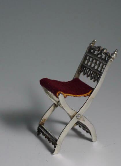P1380679 420x572 - Miniatuur stoel (verkocht)
