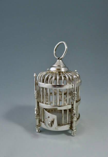 P1380720 420x613 - Miniatuur vogelkooi