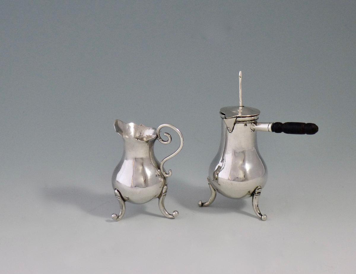 P1380733 1200x925 - Miniatuur chocoladekan en melkkan