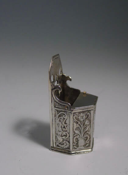 P1380823 420x575 - Miniatuur kakstoel