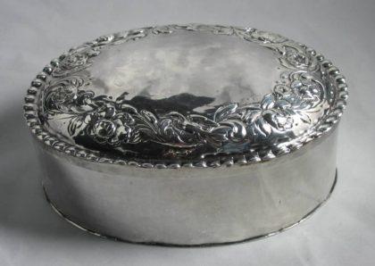 img 4516 420x298 - Zilveren Toiletdoos 17e eeuw